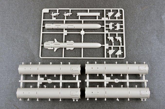 Trumpeter Plastikový model řízené střely 3M24 Club-k in 20-feet variant with Kh-35UE