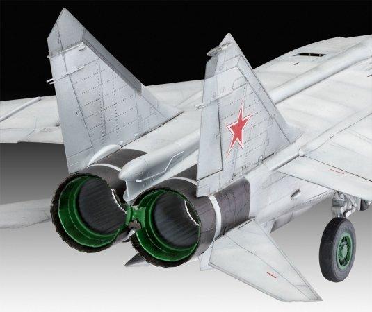 Revell Plastikový model letadla MiG-25 RBT