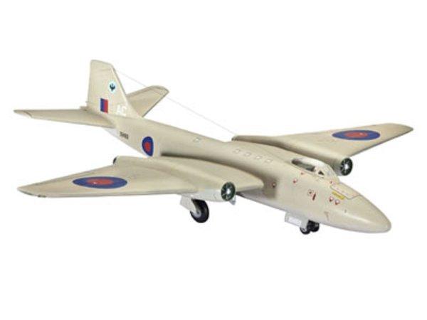 Revell Plastikový model letadla BAC Canberra Pr. 9