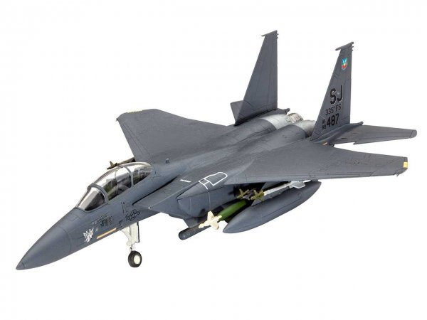 Revell Plastikový model letadla F-15E Strike Eagle & Bombs