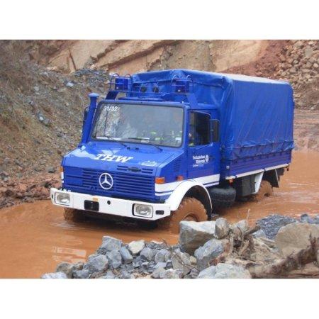 Revell Plastikový model auta Mercedes-Benz Unimog U 1300 L 'THW'