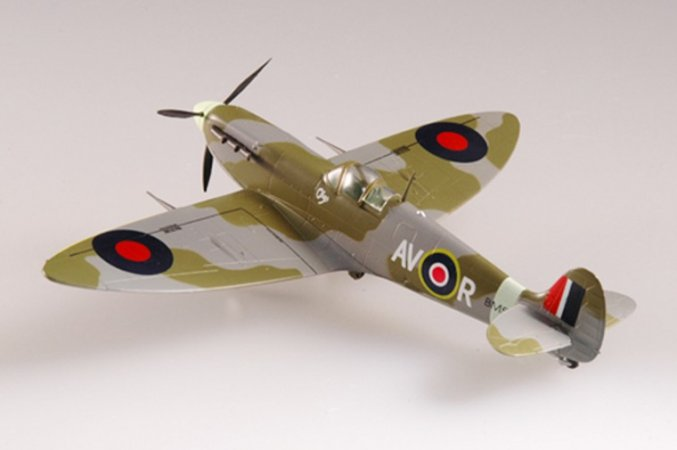 Easy model Spitfire Mk.V RAF 121, September 1942