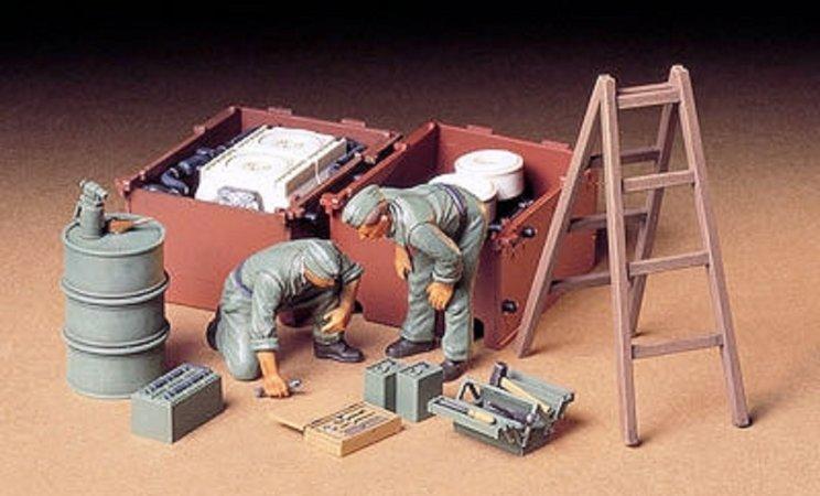 Tamiya German Tank Engine Maintenance Crew Set