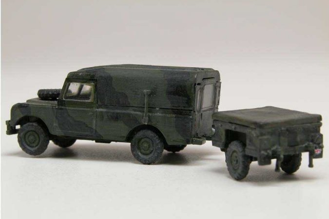 Airfix Classic Kit military - LWB Land Rover (Hard Top) and Trailer - Výprodej