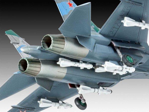 Revell Plastikový model letadla Su-27 Flanker