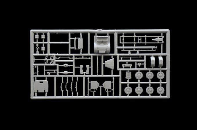 Italeri Model Kit military 7055 - Kfz. 305 AMBULANCE