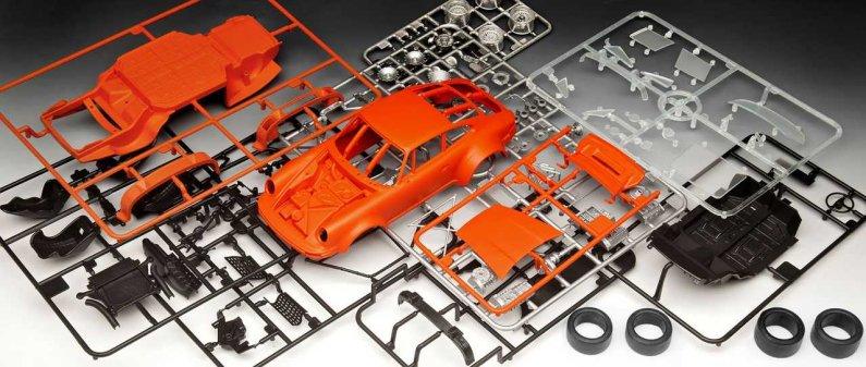 """Revell Plastikový model závodního auta Porsche 934 RSR """"Jägermeister"""""""
