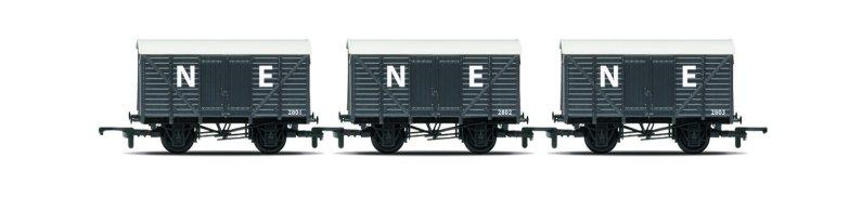 Hornby RailRoad - Set tří nákladních vagónů - Box Vans
